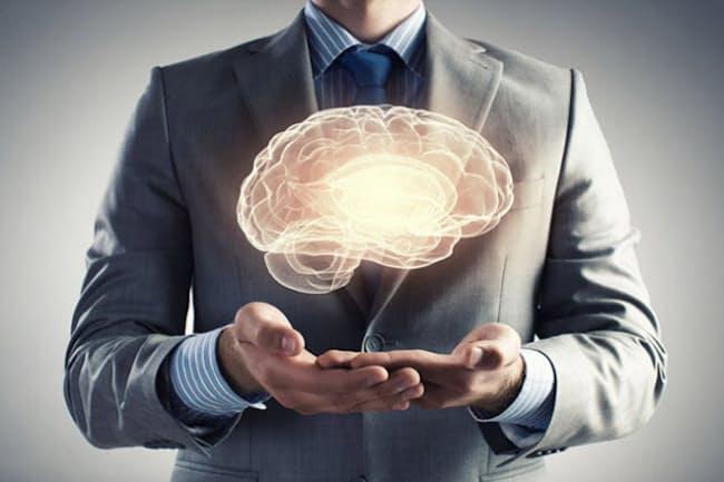 中年期から高血圧が続くと、無症状のまま脳の小さい血管に傷がついていく。(C)Sergey Nivens-123RF