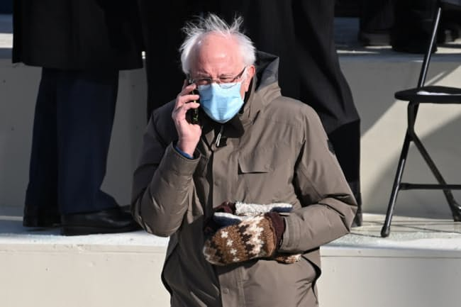 ワシントンで開かれたジョー・バイデン米大統領の就任式に参列したバーニー・サンダース上院議員(1月20日)=代表撮影・AP
