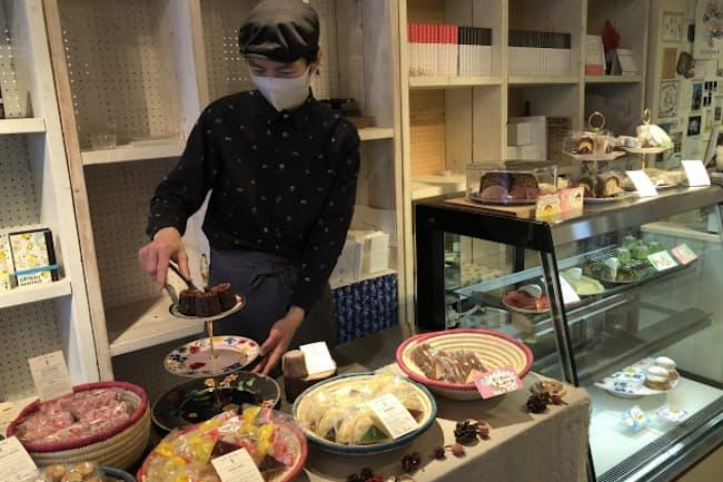 フランス、インド、スペインなど、様々な国の郷土菓子が並ぶBinowa Cafe(東京都渋谷区)