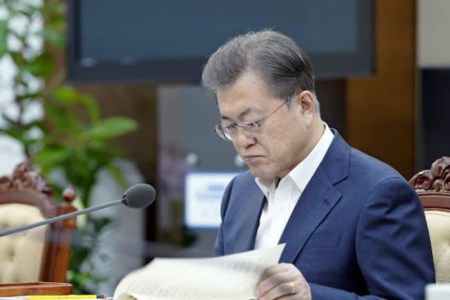 韓国の文在寅(ムン・ジェイン)大統領の任期満了まで1年余りと迫った