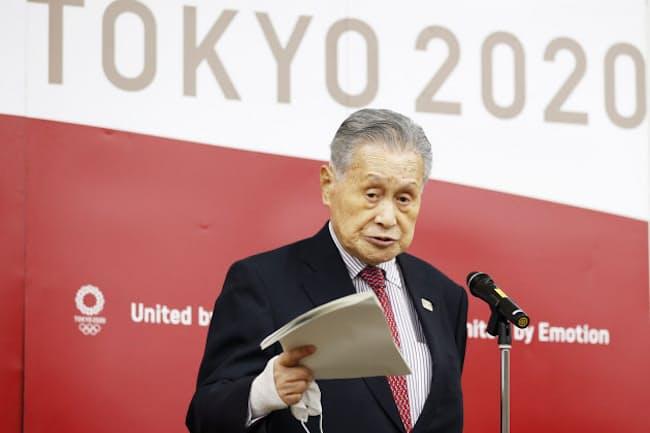IOCのバッハ会長とのオンライン会談を終え、発言する東京五輪・パラリンピック組織委員会の森喜朗会長(1月28日、東京都中央区)
