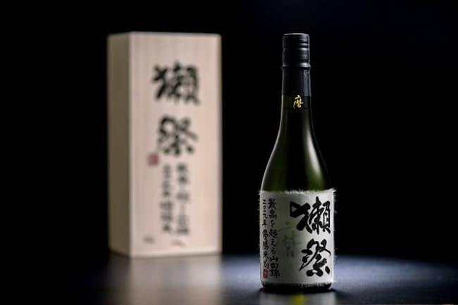 旭酒造は、山田錦栽培農家を対象にしたコンテストの優勝米で醸した「獺祭」を製品化し、6本をサザビーズオークションに出品。最高落札額は約84万3750円で、 日本酒の取引額として過去最高額(旭酒造調べ)となった