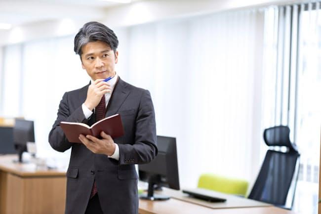 40~50歳代のビジネスパーソンはこの先の職業人生を考えたい(写真はイメージ=PIXTA)
