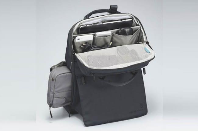 コクヨの新製品「STAND BACKPACK」。収納するノートパソコンのサイズに合わせ、13.3インチモデルが1万8150円(税込み)、15.6インチモデルが2万900円(同)。ネイビー・ブラックとダーク・グレーの2色展開