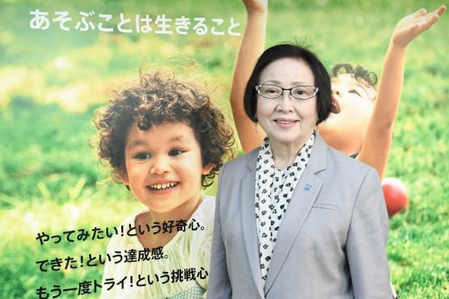 「あそぶことは生きること」を掲げるボーネルンドの中西弘子社長(2021年2月、東京・渋谷)