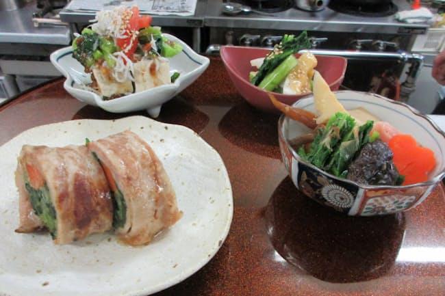 「幸島」は豚バラ肉で巻くなど様々なのらぼう菜を使った料理を提供する