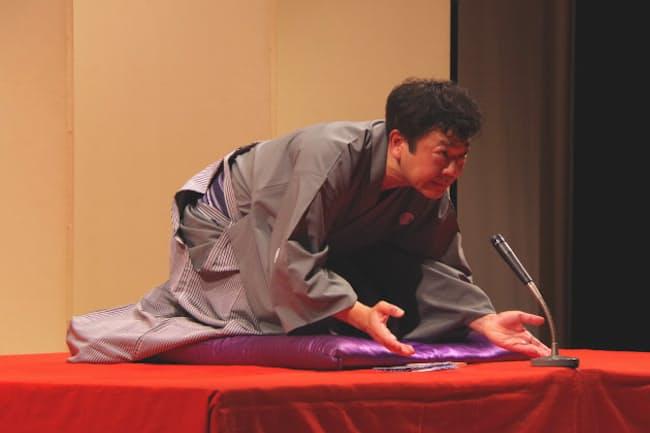 恒例の「立川談笑一門会」でトリをつとめる談笑師匠(2020年6月、東京都武蔵野市)