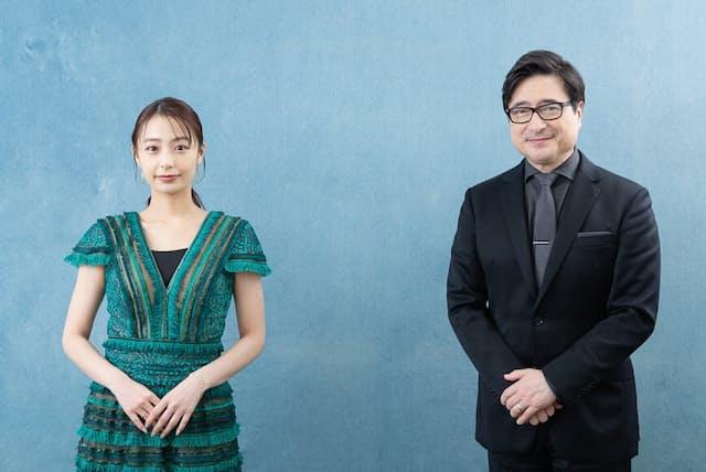 アカデミー賞授賞式の生中継番組で案内役を務めるジョン・カビラさん(右)と宇垣美里さん