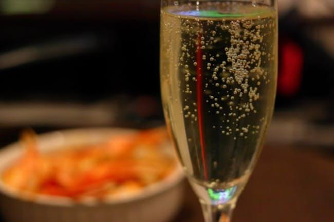 料理を選べば、食前から食中、デザートにも合わせられるイタリア産ノンアルコール・スパークリング=PIXTA