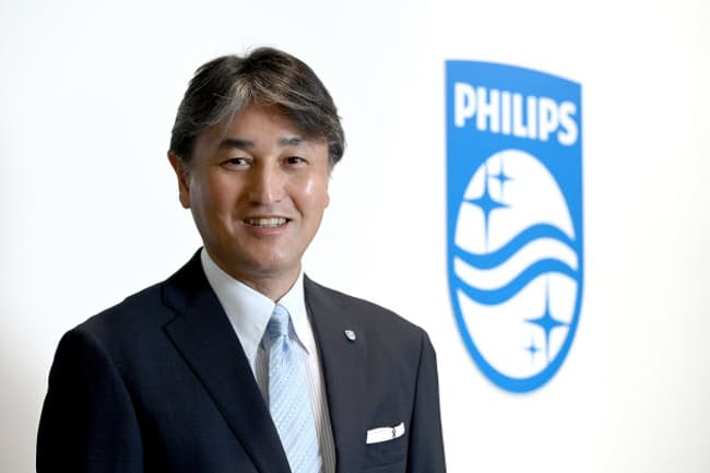「仕事では1秒1秒を大事にしています。だから秒針のある時計に引かれるのです」と話すフィリップス・ジャパン社長の堤浩幸さん(東京・港のフィリップス・ジャパン本社)