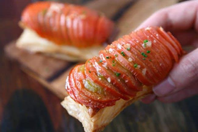 看板メニュー 「賞味期限1分」の「トネリコ名物のフルーツトマトのパイ」