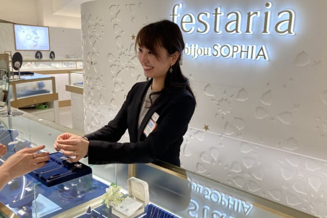 データに基づく丁寧な接客がブランドの特徴だ(横浜市内の店舗)
