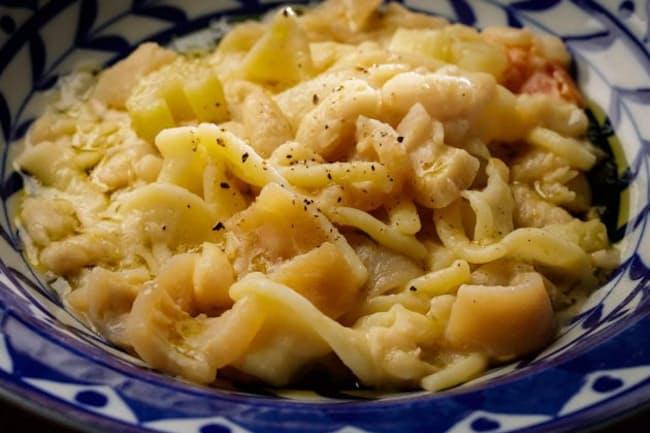 料理店「シチリア屋」のパスタ・エ・ファジョーリ。ヴィチドーミニの業務店向けパスタを使っている。店は緊急事態宣言明けに再開する予定。