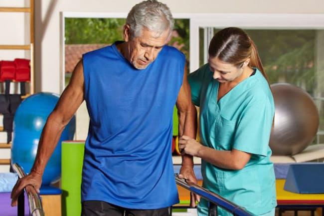 体力を回復するリハビリなど、がん患者向けにさまざまなリハビリがあることを知っていますか? 写真はイメージ=123RF