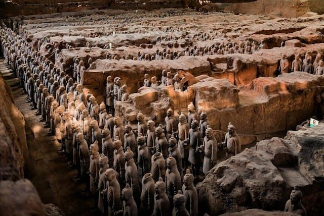 兵馬俑坑の1号坑で発見された大量の兵士俑。それぞれの像は実物大だ(OLEKSIY MAKSYMENKO/ALAMY/CORDON PRESS)