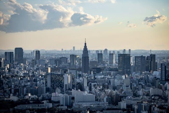 新型コロナの企業への影響を振り返ることは今後の大きな変化への備えにもなる(写真は東京都内のビル群)