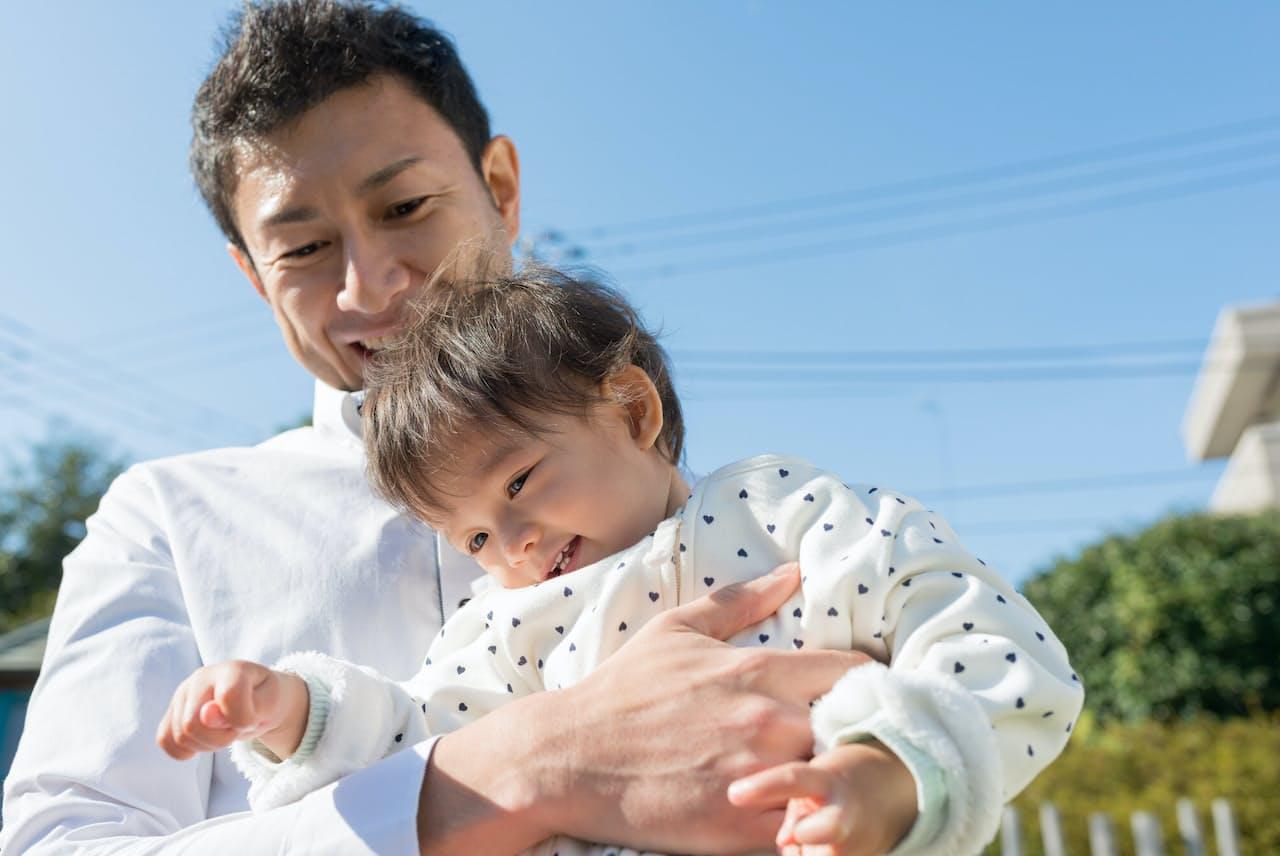 男性の育児参加が求められている(写真はイメージ=PIXTA)