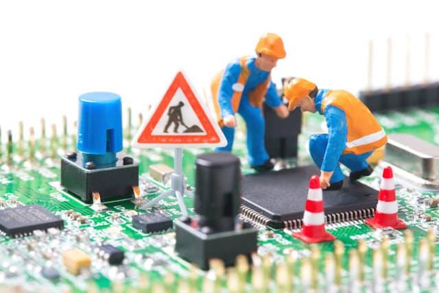 起動しないパソコンの復旧作業は大工事になる(写真はイメージ=PIXTA)