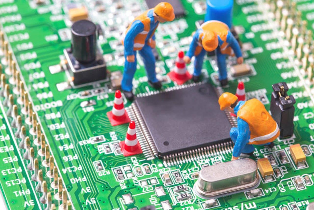 起動しないパソコンの復旧にはコツがある(写真はイメージ=PIXTA)