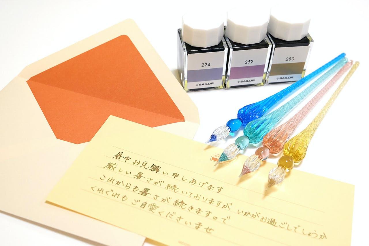 色彩や筆致を楽しむガラスペンで暑中見舞いもより個性的に