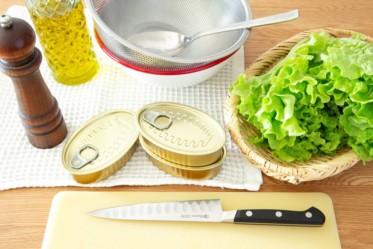 火を使わず、野菜や調味料を足すだけで料理が作れるのは、調理済みの缶詰ならでは